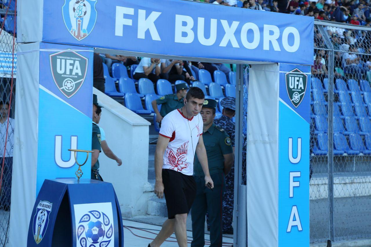 Футболчиларимиз Бухоро стадионида. ФОТО